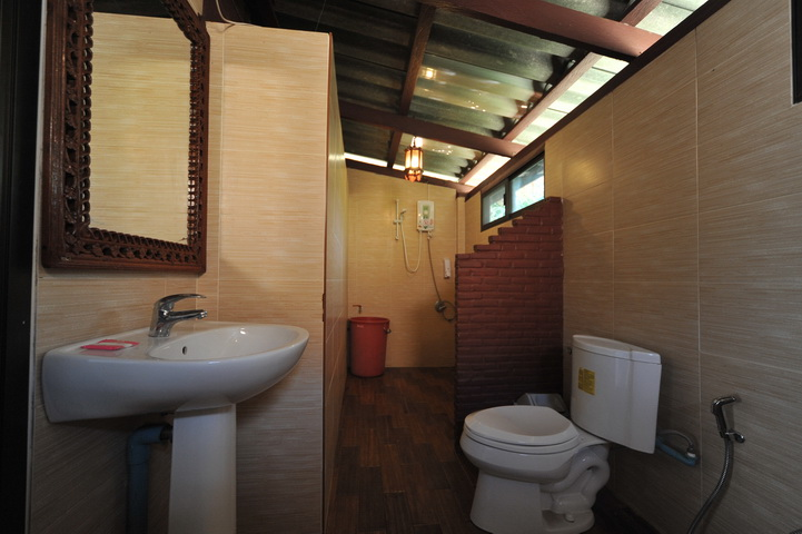 talaydao-beachfront-ac-bathroom-01